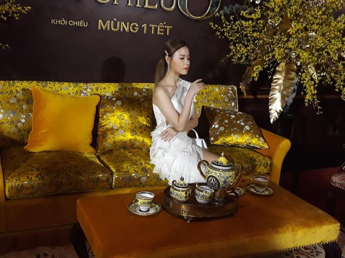 Ninh Dương Lan Ngọc khoe chân thon cùng Hội chăn chuối - Ảnh 12.