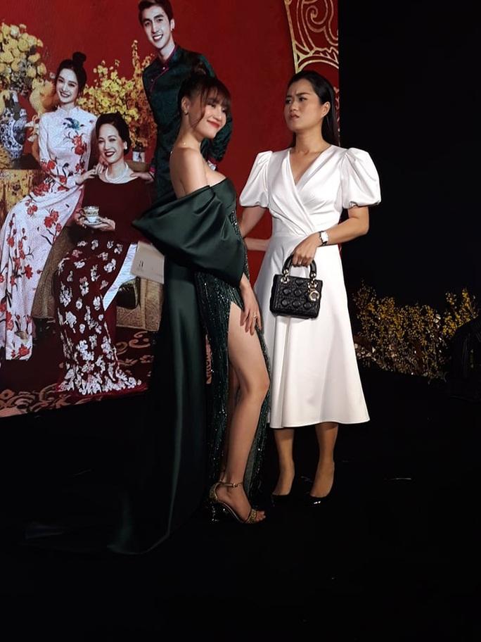 Ninh Dương Lan Ngọc khoe chân thon cùng Hội chăn chuối - Ảnh 13.
