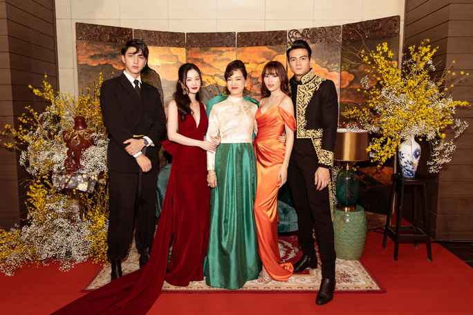 Ninh Dương Lan Ngọc khoe chân thon cùng Hội chăn chuối - Ảnh 11.