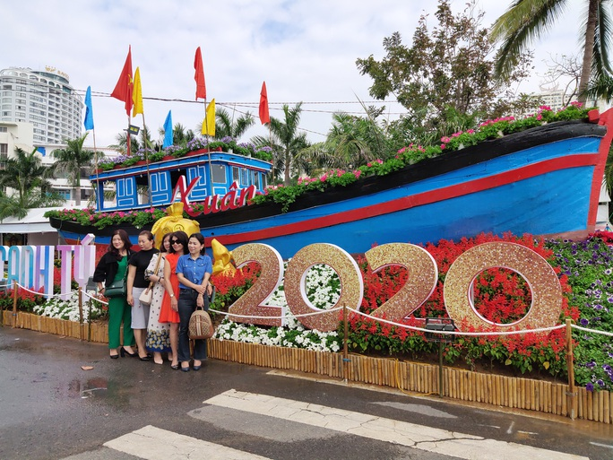 Ngắm sắc xuân về trên phố biển Nha Trang - Ảnh 8.