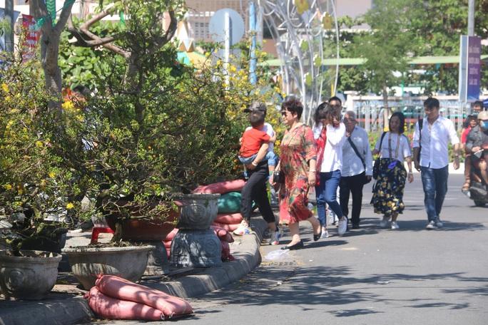 Ngắm sắc xuân về trên phố biển Nha Trang - Ảnh 1.