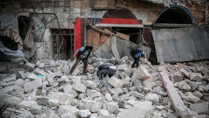 Syria: Toàn bộ gia đình 8 người chết thảm trong cuộc không kích - Ảnh 1.