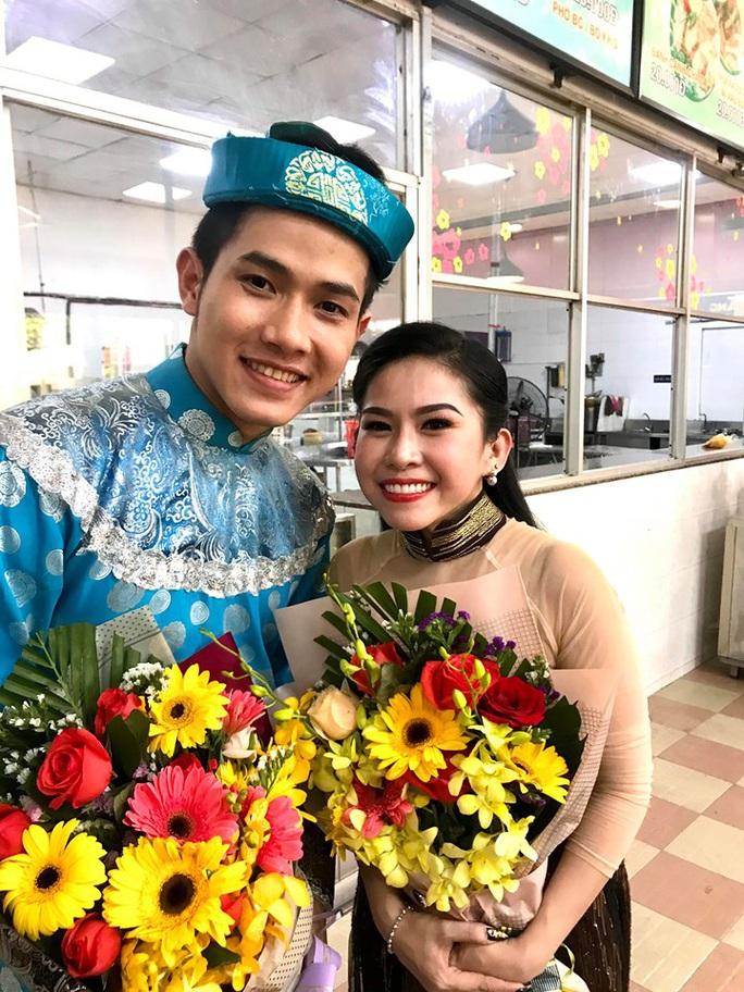 Suất diễn cuối năm đầy xúc động của NS Bình Tinh, Phạm Huyền Trâm - Ảnh 4.