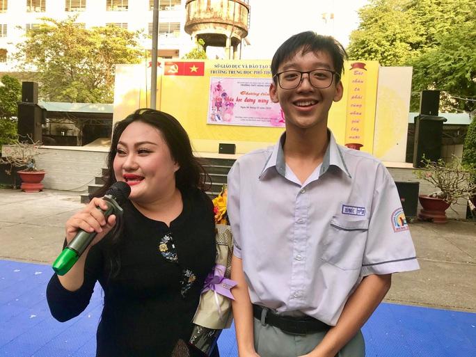 Suất diễn cuối năm đầy xúc động của NS Bình Tinh, Phạm Huyền Trâm - Ảnh 2.