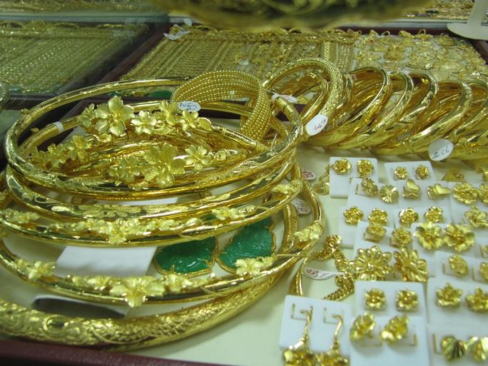Nghỉ Tết, giá vàng tăng cao khi nhà đầu tư lo ngại virus corona - Ảnh 1.