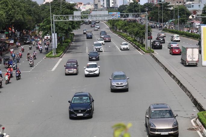 TP HCM: Hướng đi mới cho ôtô trên đường Nguyễn Văn Thương gần cầu Sài Gòn - Ảnh 1.