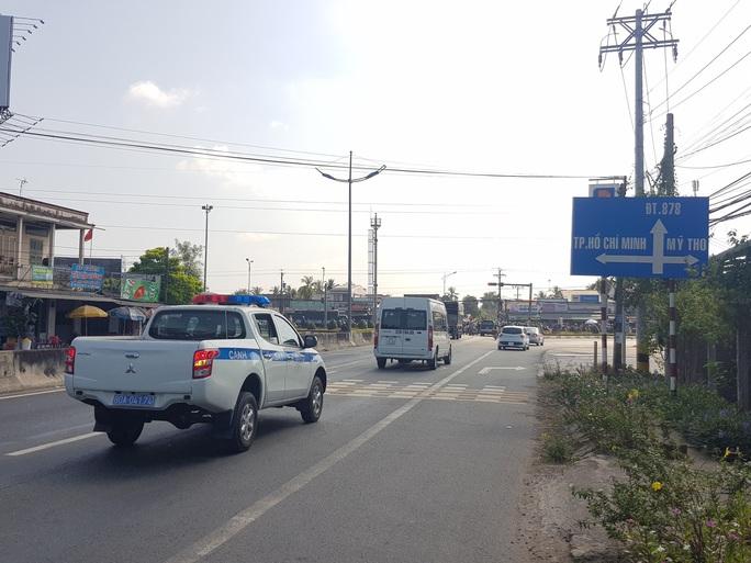 Xe cộ đang sướng rơn người trên đường về miền Tây - Ảnh 6.