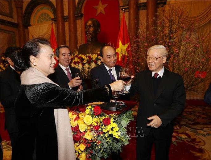 Tổng Bí thư, Chủ tịch nước Nguyễn Phú Trọng chúc Tết lãnh đạo, nguyên lãnh đạo Đảng và Nhà nước - Ảnh 3.