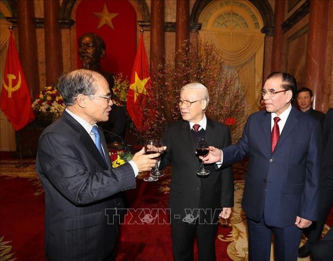 Tổng Bí thư, Chủ tịch nước Nguyễn Phú Trọng chúc Tết lãnh đạo, nguyên lãnh đạo Đảng và Nhà nước - Ảnh 2.