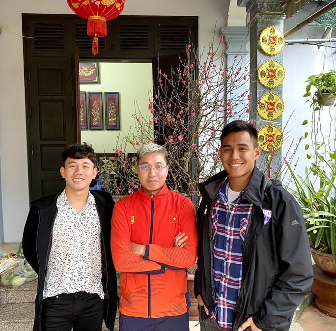 Trần Minh Vương kể chuyện đưa Việt kiều Mỹ về Thái Bình đón Tết, khoe cùng mẹ gói bánh chưng - Ảnh 3.