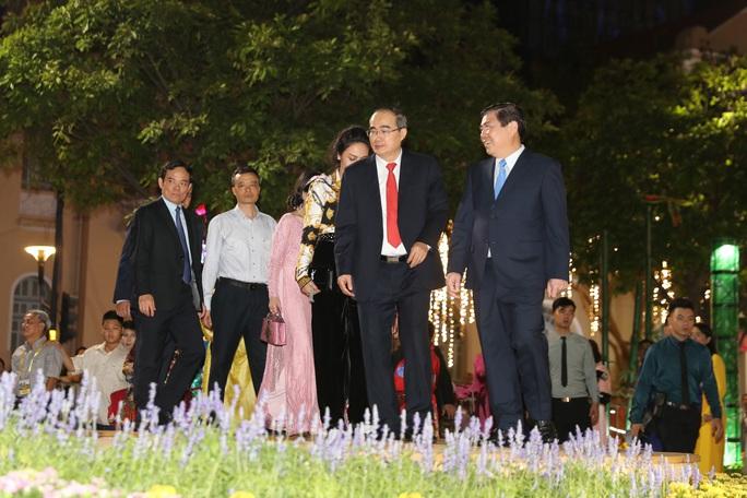 Đường hoa Nguyễn Huệ Canh Tý 2020 chính thức mở cửa - Ảnh 4.