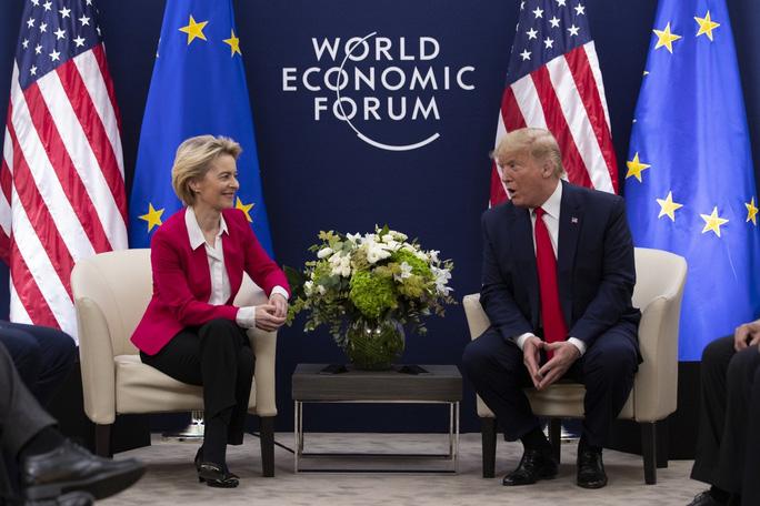 """Sau Trung Quốc, châu Âu """"toát mồ hôi"""" trước đòn thuế của ông Trump - Ảnh 1."""