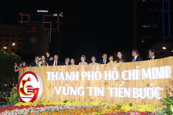 Đường hoa Nguyễn Huệ Canh Tý 2020 chính thức mở cửa - Ảnh 2.