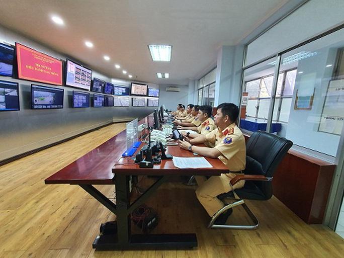 TP HCM: Tổ Điều hành giao thông trực xuyên Tết qua đường dây nóng - Ảnh 1.