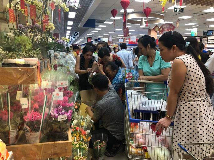 Chợ ế toàn tập, người bán trái cây, thịt heo khóc ròng - Ảnh 8.