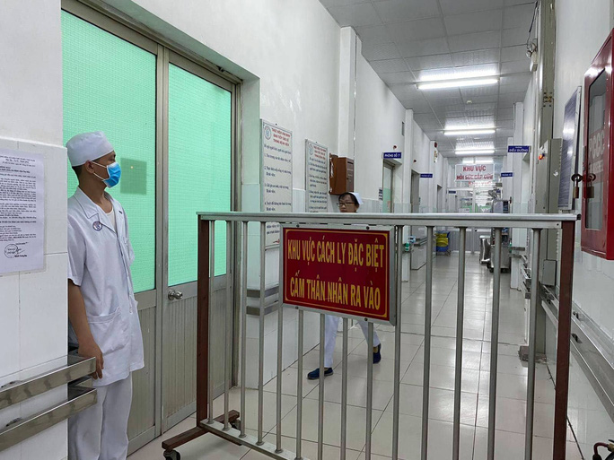 Bệnh viện Chợ Rẫy đang điều trị 2 bệnh nhân người Trung Quốc nhiễm virus corona - Ảnh 2.