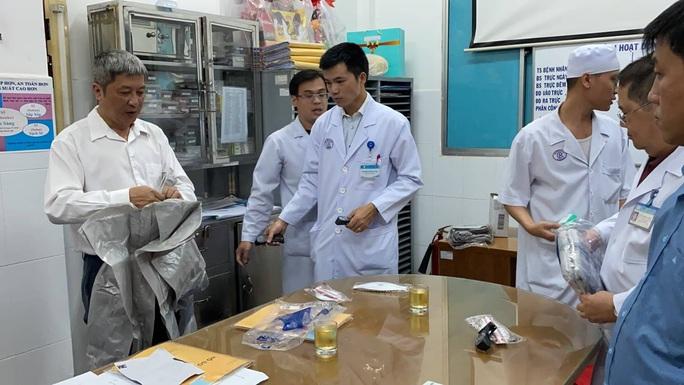Bệnh viện Chợ Rẫy đang điều trị 2 bệnh nhân người Trung Quốc nhiễm virus corona - Ảnh 1.