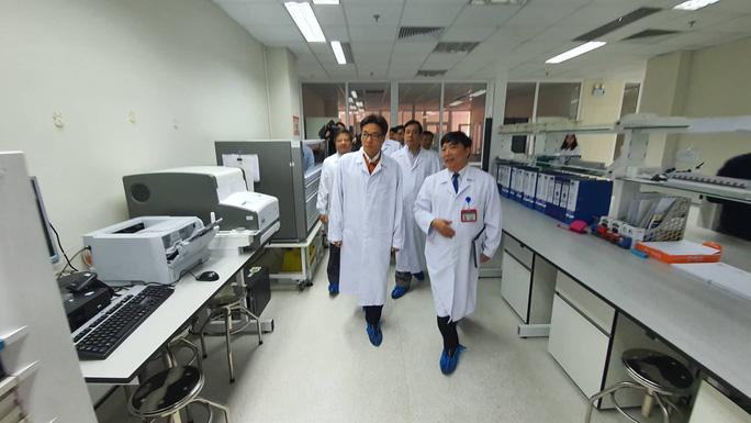 Phó Thủ tướng Vũ Đức Đam nêu 2 câu hỏi người dân đang quan tâm về dịch viêm phổi cấp do virus - Ảnh 2.