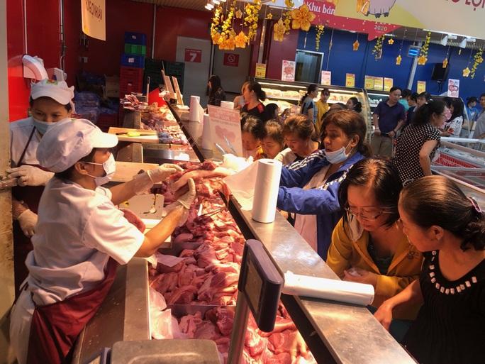 Chợ ế toàn tập, người bán trái cây, thịt heo khóc ròng - Ảnh 7.