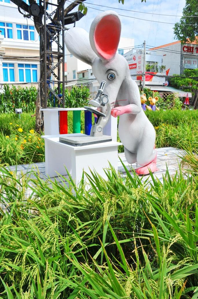 Ngắm những chú chuột làm nông dân ở đường hoa Xuân lớn nhất miền Tây - Ảnh 8.