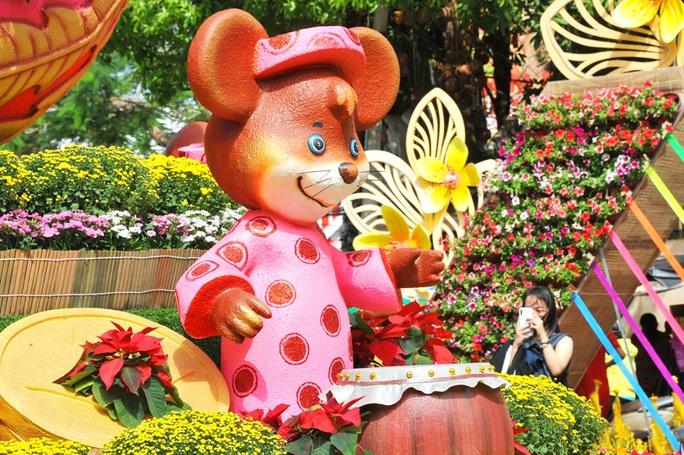Ngắm những chú chuột làm nông dân ở đường hoa Xuân lớn nhất miền Tây - Ảnh 5.