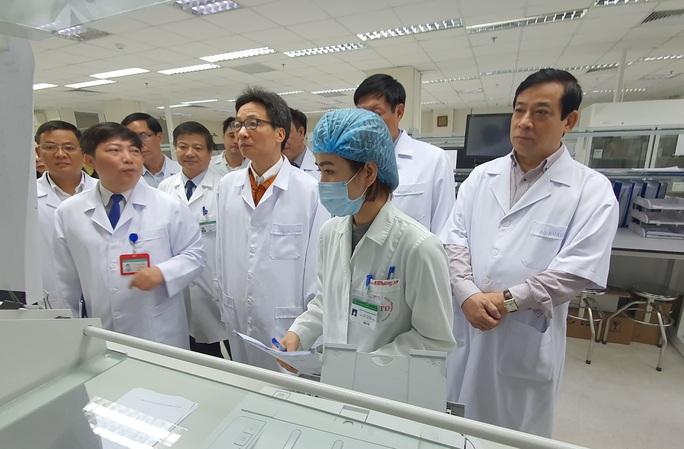 Phó Thủ tướng Vũ Đức Đam nêu 2 câu hỏi người dân đang quan tâm về dịch viêm phổi cấp do virus - Ảnh 1.