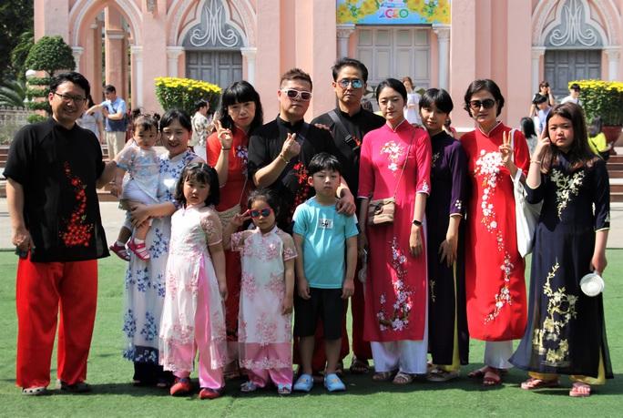 Độc đáo áo dài may nóng lấy liền tại Đà Nẵng - Ảnh 4.