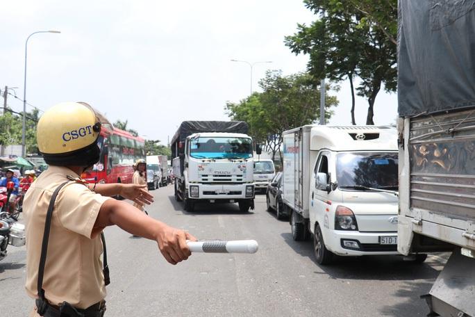 TP HCM: Tổ Điều hành giao thông trực xuyên Tết qua đường dây nóng - Ảnh 2.