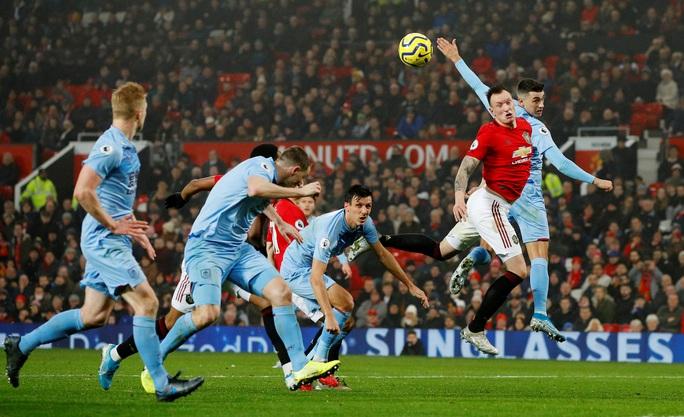 Man United thua sấp mặt, Burnley lập kỳ tích tại Old Trafford - Ảnh 3.