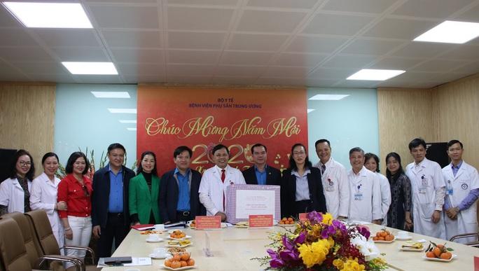 Chủ tịch Tổng LĐLĐ Việt Nam thăm, chúc tết Bệnh viện Phụ sản Trung ương - Ảnh 3.