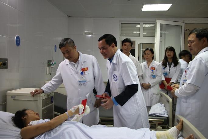 Chủ tịch Tổng LĐLĐ Việt Nam thăm, chúc tết Bệnh viện Phụ sản Trung ương - Ảnh 2.