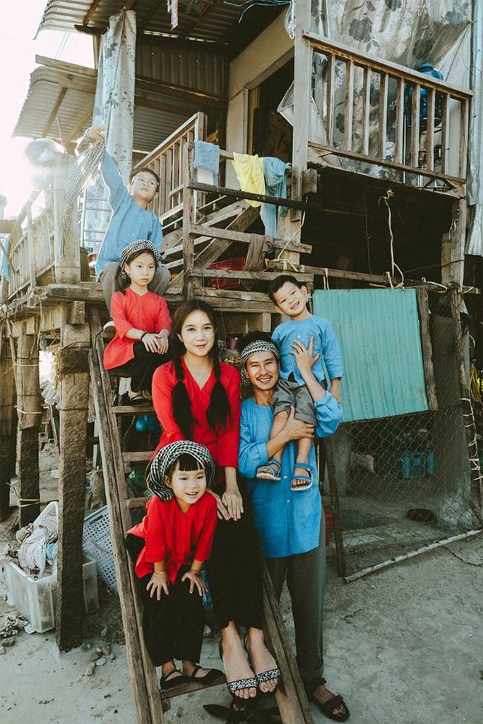 Nghệ sĩ Việt đón Tết đầm ấm bên gia đình - Ảnh 4.