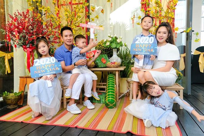 Nghệ sĩ Việt đón Tết đầm ấm bên gia đình - Ảnh 2.