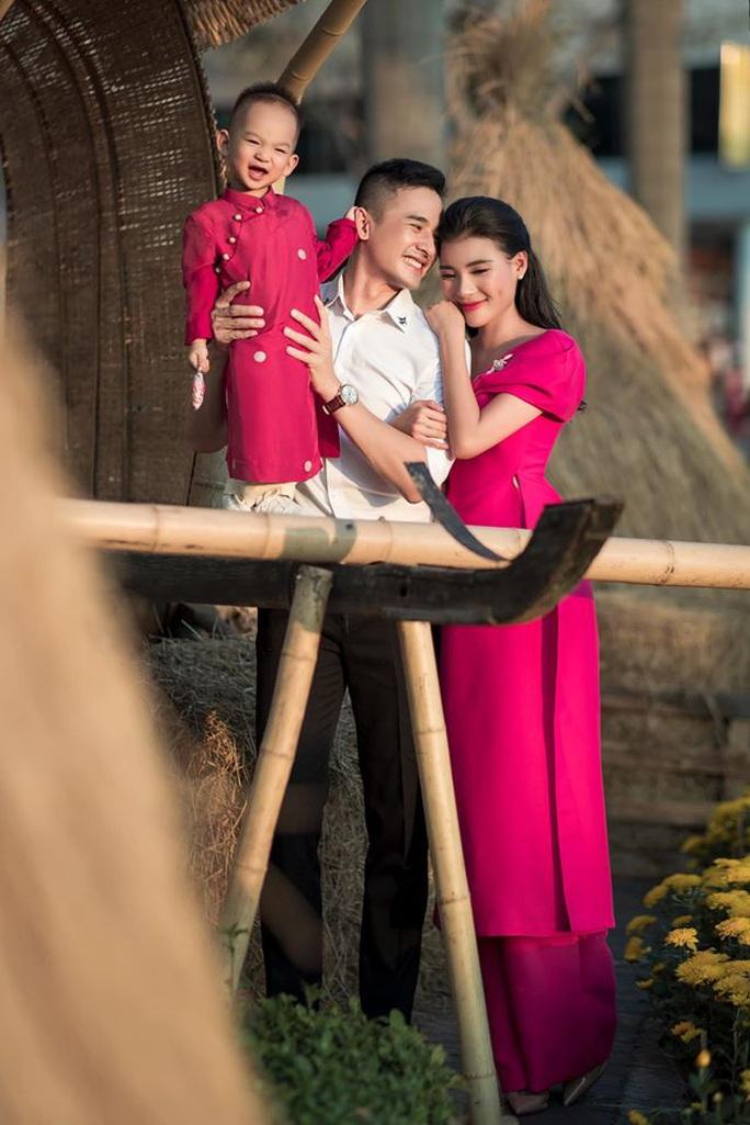 Nghệ sĩ Việt đón Tết đầm ấm bên gia đình - Ảnh 6.