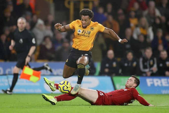 Thần tài Firmino tỏa sáng, Liverpool thắng nghẹt thở chủ nhà Wolverhampton - Ảnh 3.