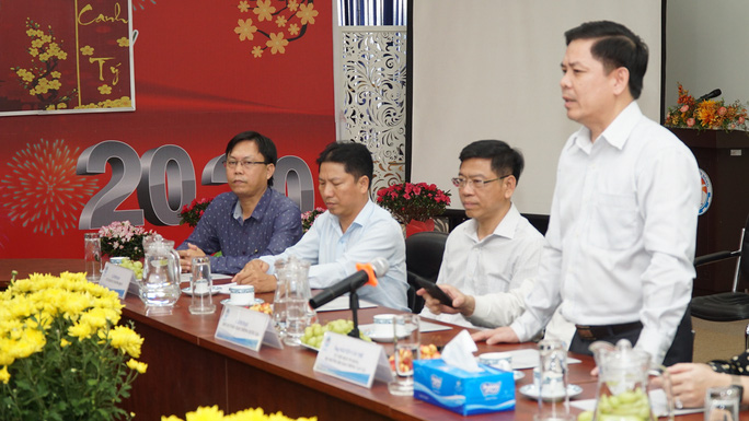 Bộ trưởng Bộ GTVT Nguyễn Văn Thể thăm, chúc Tết CBCNV Bến xe Miền Đông - Ảnh 1.