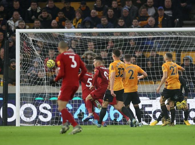 Thần tài Firmino tỏa sáng, Liverpool thắng nghẹt thở chủ nhà Wolverhampton - Ảnh 6.