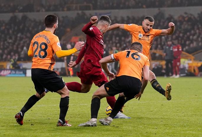 Thần tài Firmino tỏa sáng, Liverpool thắng nghẹt thở chủ nhà Wolverhampton - Ảnh 5.