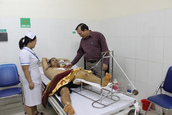 Những nụ cười đêm giao thừa tại bệnh viện Thiện Hạnh - Ảnh 4.