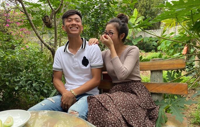 Quế Ngọc Hải bế con, Phan Văn Đức bối rối cùng vợ chúc Tết bạn đọc Báo Người Lao Động - Ảnh 3.
