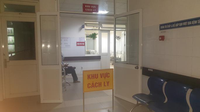 Bệnh viện Đà Nẵng đang cách ly 6 người Trung Quốc, 3 người Việt bị sốt - Ảnh 1.