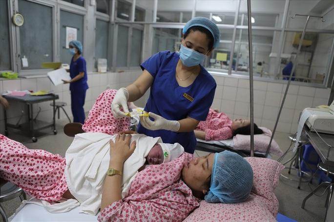 Công dân nhí nặng 3,5 kg xông đất Bệnh viện Phụ sản Trung ương - Ảnh 12.