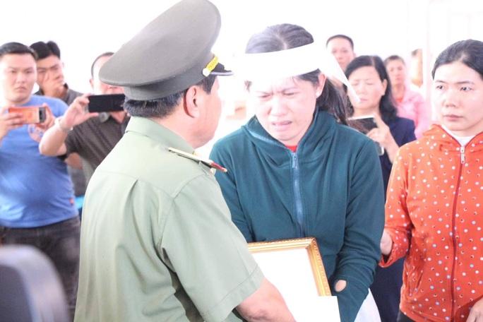 Đề nghị công nhận liệt sĩ cho cảnh sát khu vực bị đâm chết vào ngày 30 Tết - Ảnh 3.