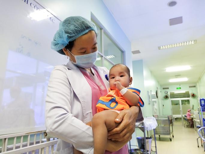 Rụng tim với 2 em bé chào đời đúng thời khắc giao thừa - Ảnh 10.