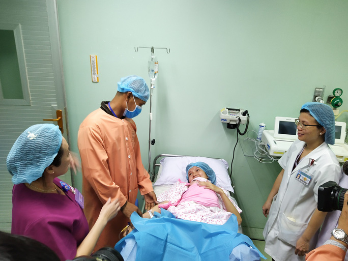 Rụng tim với 2 em bé chào đời đúng thời khắc giao thừa - Ảnh 2.