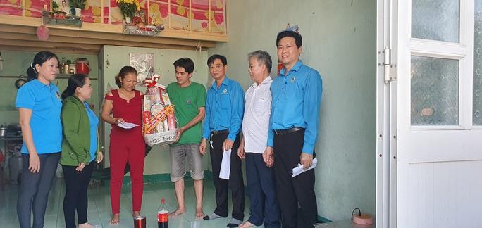 Động viên công nhân làm việc xuyên Tết và công nhân ở trọ - Ảnh 7.