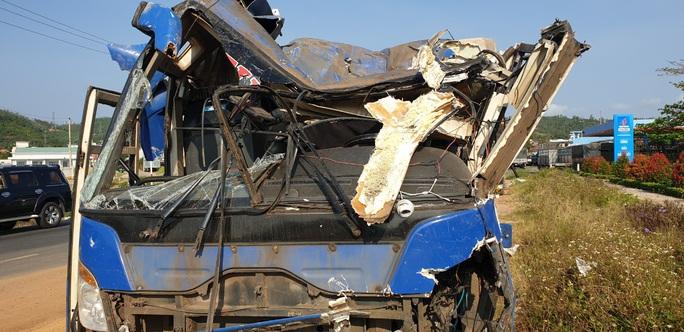 Tai nạn xe khách, 21 người bị thương - Ảnh 4.