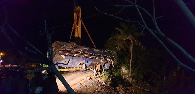 Tai nạn xe khách, 21 người bị thương - Ảnh 2.