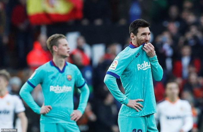 Gục ngã ở hang dơi, Barcelona sắp mất ngôi đầu La Liga - Ảnh 8.