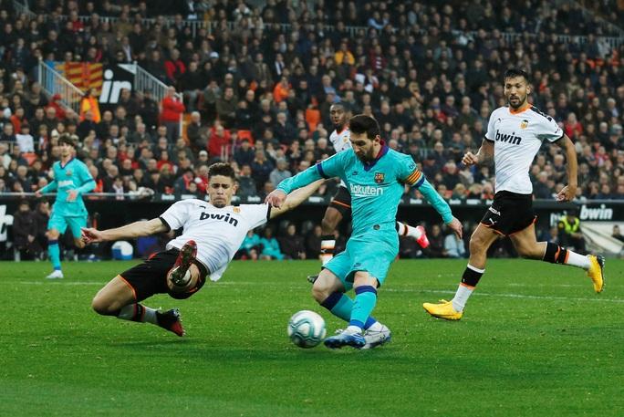 Messi chỉ trích sếp lớn, Barca lo sụp đổ dây chuyền - Ảnh 2.